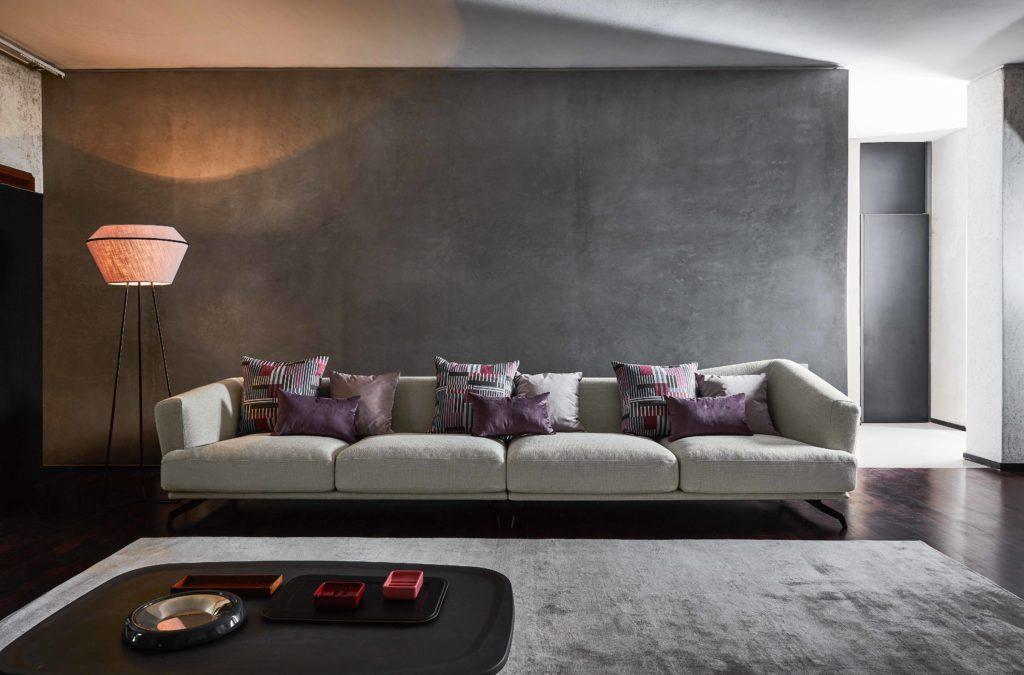 divano sile design con cuscini colorati
