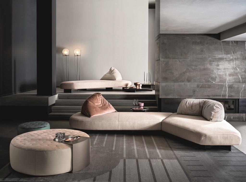 divano e pouf rotondo tonalità scure